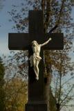 十字架的残破的耶稣 库存照片