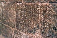 十字架被铭刻入圣洁坟墓的教会的石墙,表示耶稣的在十字架上钉死站点  库存图片