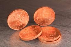 十枚捷克冠硬币,在黑大理石背景的金钱 免版税库存照片