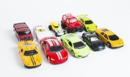 十辆现代赛跑的五颜六色的玩具汽车 免版税库存图片