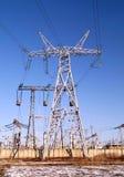 330千伏输电线传输定向塔 库存图片