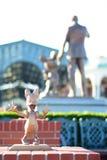 千叶,日本:雏菊鸭子在东京迪斯尼手段,浦安,日本的字符雕象 库存图片