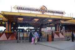 千叶,日本-, 2016年:东京Disneysea电火车站在东京位于浦安的Disneysea,千叶,日本 免版税图库摄影