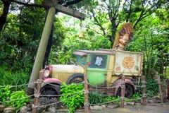 千叶,日本-, 2016年:在密林打破的愚蠢的` s汽车在东京位于浦安的Disneysea,千叶,日本 库存图片