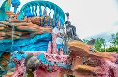 千叶,日本-, 2016年:在美人鱼盐水湖的阿里埃勒雕象在东京位于浦安的Disneysea,千叶,日本 库存图片