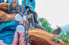 千叶,日本-, 2016年:在美人鱼盐水湖的阿里埃勒雕象在东京位于浦安的Disneysea,千叶,日本 免版税库存图片