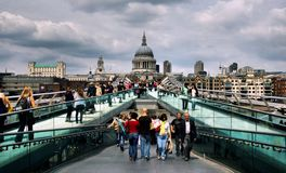 千年桥梁在伦敦 库存图片
