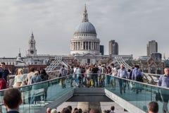 千年桥梁圣保罗伦敦 免版税库存照片