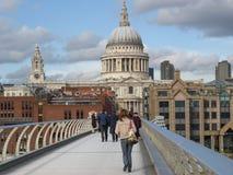 千年桥梁在伦敦英国 图库摄影