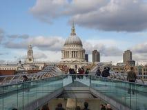 千年桥梁在伦敦英国 免版税库存照片