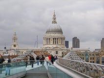 千年桥梁在伦敦英国 免版税图库摄影