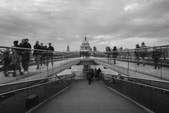 千年桥梁 免版税库存图片