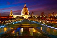 从千年的伦敦圣保罗Pauls大教堂 免版税库存照片