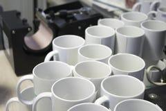 升华打印的白色杯子 免版税库存图片