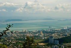 从升旗山的俯视图 偶象大厦在槟榔岛, 免版税库存图片