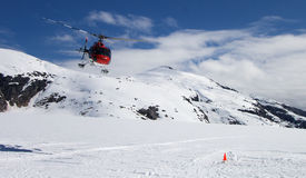 直升机冰川着陆 免版税库存照片
