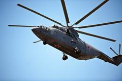 直升机在2016年5月9日,胜利游行,莫斯科,俄罗斯 免版税库存图片