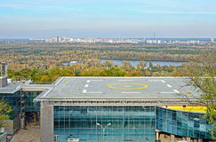 直升机场在城市Kyiv 免版税库存图片