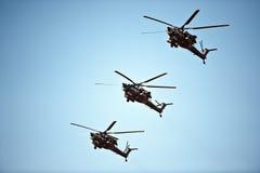 直升机形成, 5月9日胜利游行,莫斯科,俄罗斯 免版税库存照片