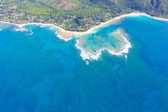 从直升机的考艾岛视图 免版税图库摄影