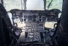 直升机老被放弃的驾驶舱  免版税图库摄影