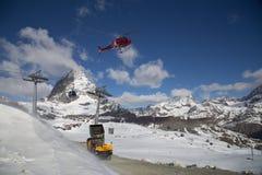 直升机装载的混凝土 库存图片