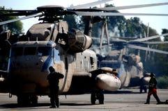 直升机西科斯基-在地面上的CH-53 免版税库存照片