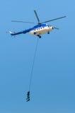 直升机采取的战士 库存照片