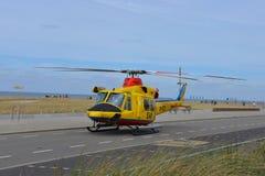 直升机阿古斯塔响铃412SP,黄色颜色,在使用中为荷兰查寻和抢救(SAR) 库存照片