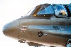 直升机飞行员的鼻子和驾驶舱 侧视图 免版税图库摄影