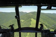 从直升机飞行员POV的鸟瞰图 免版税库存图片