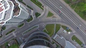 直升机飞行在城市,盘旋在停机坪 影视素材