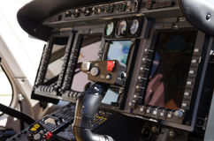 直升机驾驶舱控制和测量仪 库存照片