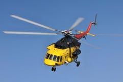 直升机Mi 171在飞行中 库存照片