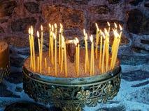 升祷告蜡烛 免版税图库摄影