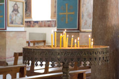 升蜡烛在圣乔治,米底巴教会里  库存照片