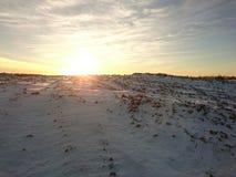 升起在小山上的太阳 图库摄影