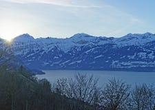 升起在艾格峰峰顶后的太阳在瑞士n的少女峰地区 库存图片