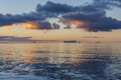 午夜太阳的德雷克段落-南极洲 免版税图库摄影