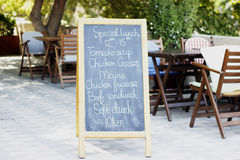 午餐和饮料桌 免版税库存照片