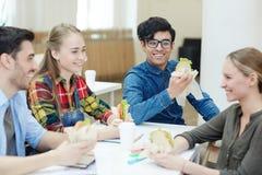 午餐在学院 图库摄影
