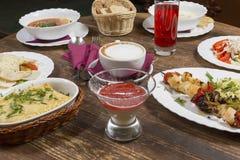 午餐在葡萄酒桌上 免版税图库摄影