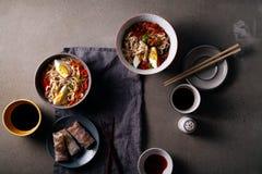 午餐用乌龙面面条烹调与菜 库存图片