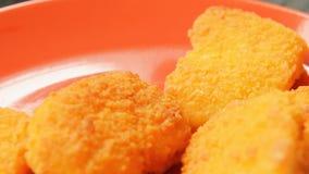 午餐的新鲜的煮熟的鸡块 股票视频