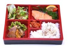 午餐盒Roasted三文鱼, Bento在白色隔绝的三文鱼集合 免版税库存图片
