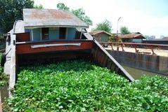 半凹下去的驳船 免版税库存照片