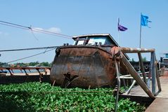 半凹下去的驳船 免版税库存图片