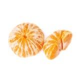半和整个新鲜的水多的蜜桔果子被隔绝在白色背景 图库摄影