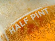 半品脱啤酒措施 免版税库存照片