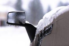 半在被弄脏的背景的卡车冰冷的镜子  免版税库存图片